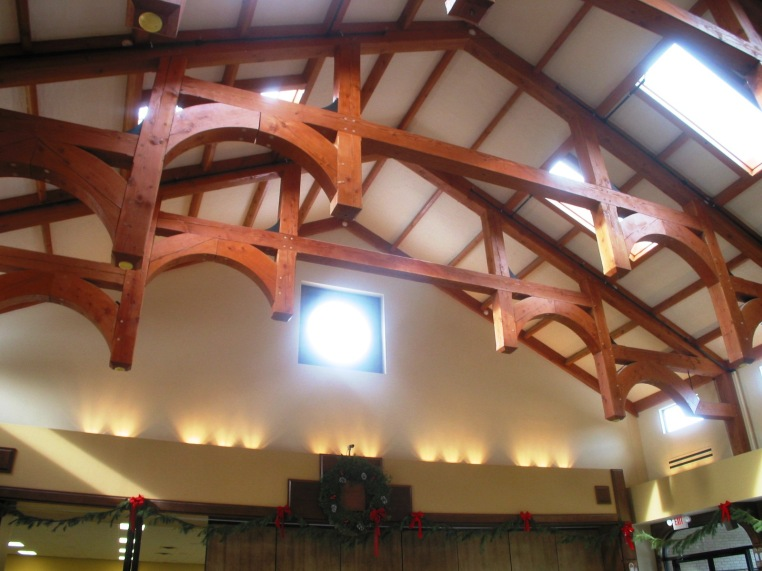 Arched-hammerbeam-truss